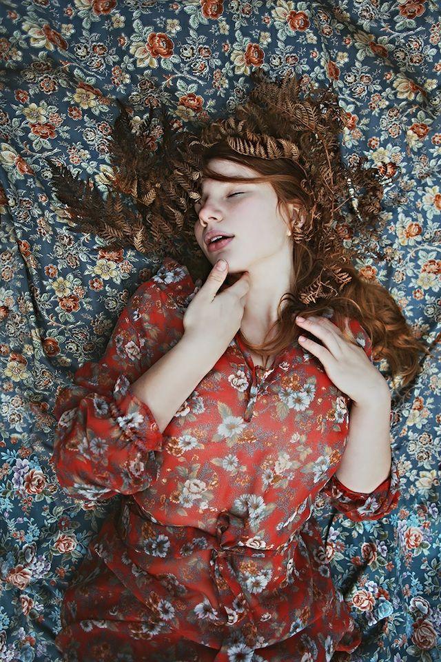 #Rêverie floreale, sensualità e sogno: Jessica Tremp #flowers #dream #photography #Rêverie floreale, sensualità e sogno: Jessica Tremp #flowers #dream #photography #JessicaTremp #Tremp #Jessica #texture #tessuto #clothes #vestiti #fiori #sogno #fotografia #sexy #woman #dress #vestito #abito #red #rosso #blu #blue #leaves #leaf #foglia #foglie #fogliesecche