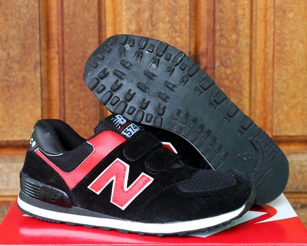 Detail Sepatu Anak : Merk : New Balance Color : Hitam Merah Kode : New Balance 574 Anak Hitam Merah No Tali Size : 33,34,35,36,3,37