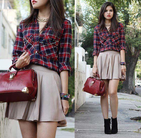 Клетчатая рубашка, красная юбка, красная сумка, черные ботильоны