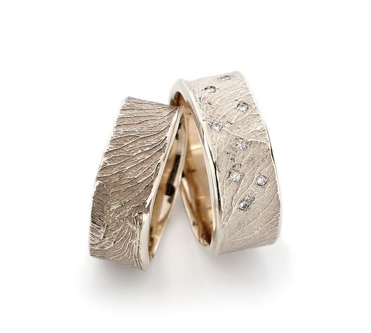 trouwringen in witgoud, champagenwitgoud, met diamant. kan ook in het geelgoud of roodgoud gemaakt worden.