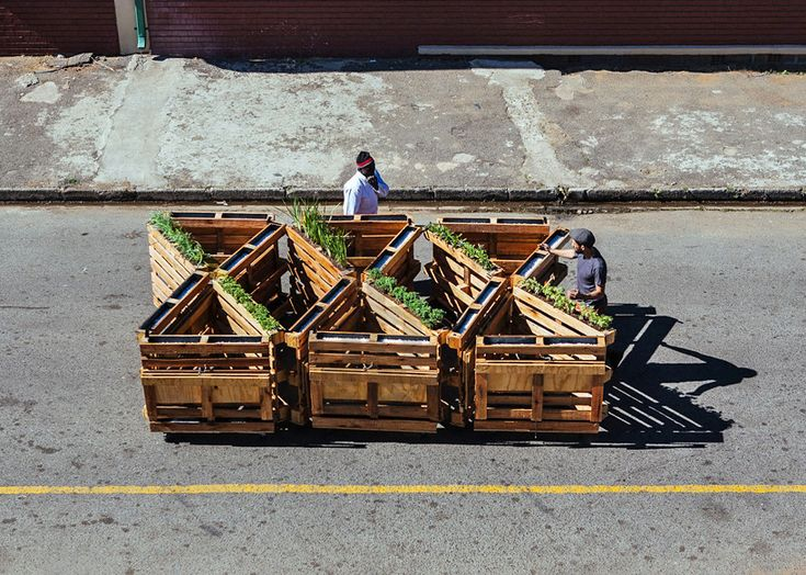 r1 recycles wooden pallets into interlocking mobile benches - designboom | architecture
