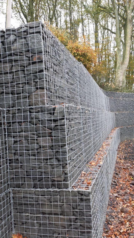 Gabionenwand Und Gabionenzaun Zeichnen Sich Bekanntermaßen Als Sehr  Zweckmäßige Lösung Und Kostengünstige Alternative Zum Herkömmlichen Mauer.