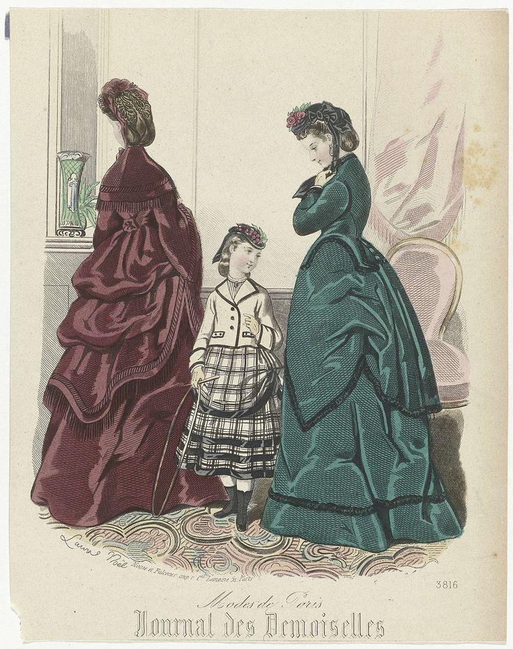Anonymous | Journal des Demoiselles, 1871, No. 3816, Anonymous, Moine, Falconer, 1871 | Twee vrouwen en een meisje in een interieur. De linker vrouw, op de rug gezien is gekleed in een japon met mantel en een pelerine, afgezet met franjes. De andere vrouw draagt een jasje met lange mouwen en een rok. Het meisje is gekleed in een kort jasje op een geruite rok, waaronder korte laarzen. Prent uit het modetijdschrift Journal des Demoiselles (1833 -1922).
