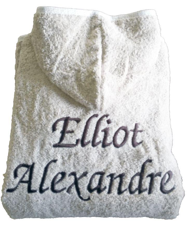 Peignoir enfant personnalisé pour un cadeau d'anniversaire brodé Elliot Alexandre par Brodeway.com #cadeaupersonnalisé #peignoirenfant