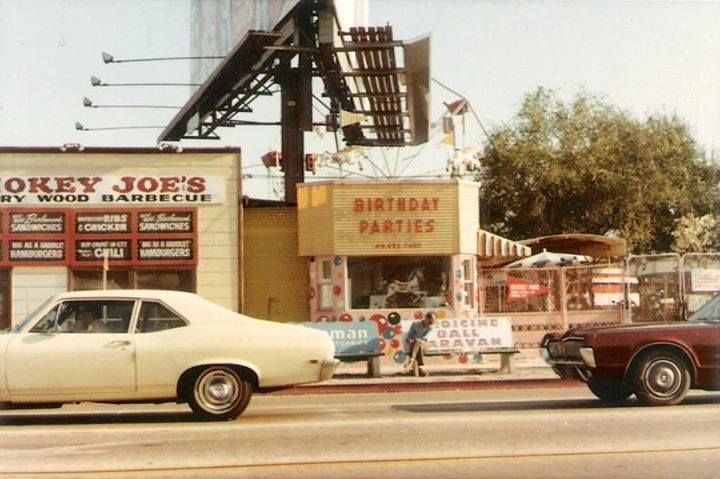 Smokey Joe's restaurant and Beverly Park at the corner of La Cienega and Beverly Boulevard  (1971), now the site of the Beverly Center.