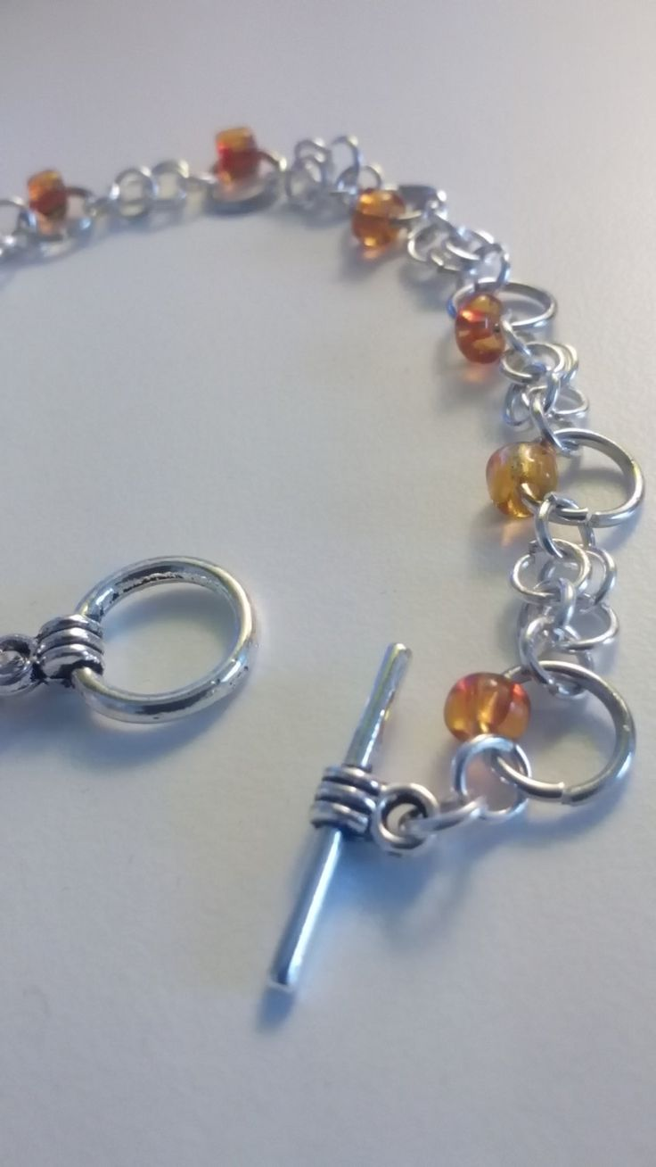 Braccialetto con anellini e pietre arancioni. Chiusura toggle. di theKikish su Etsy
