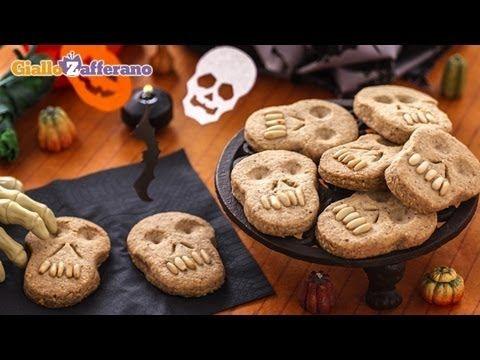 Skull cookies - Halloween recipe - http://www.bestrecipetube.com/skull-cookies-halloween-recipe/