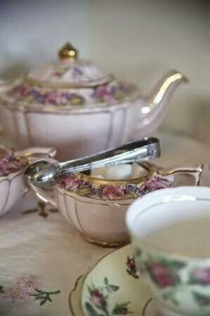 Vintage tea sets from the vintage table