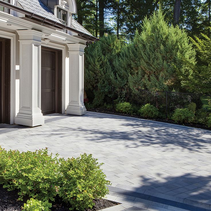 Driveway and walkway landscape. Project application using Presidio pavers. Colors: Presidio Champagne and Presidio Onyx by Oaks Landscape Products.