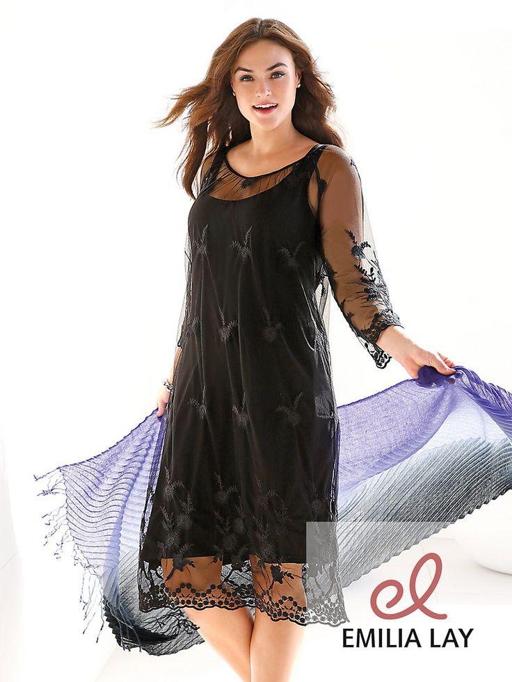 Kleid von Emilia Lay mit 3/4-Arm. Tüllspitze allover, ein Key-Piece der Saison, inspiriert vom angesagten Seventies-Trend. Locker fallend und schmeichelnd für die Figur.