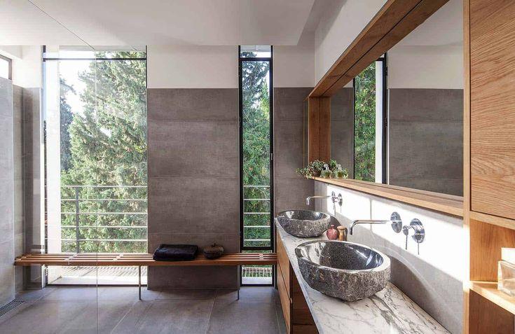 Das moderne Zuhause in Israel spiegelt die Einflüsse des Bauhauses und Japans wider