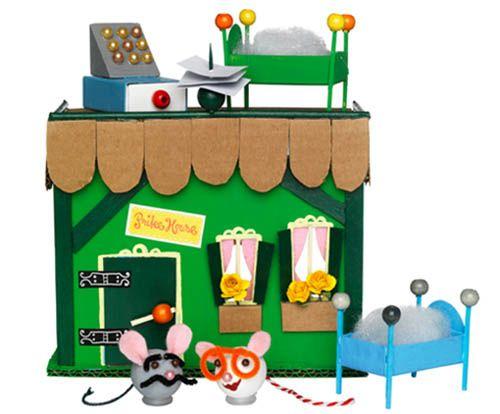 Manualidades, juguetes con materiales reciclados.