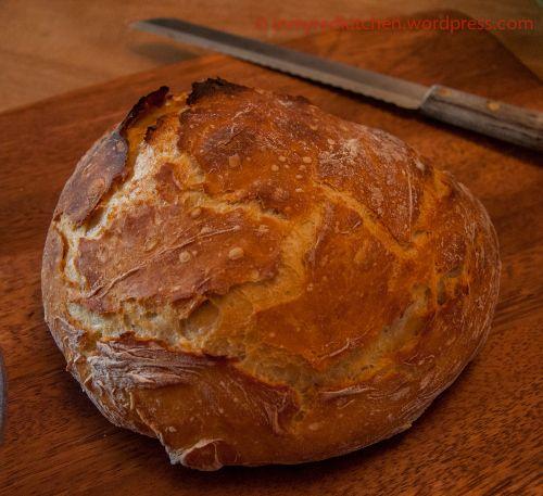 Dit is een recept van het blog In my red kitchen van Ellen. Bekijk het recept op het blog voor de fotoreportage. Ingrediënten: 360 gr bloem 1 tl instant gist 375 ml lauwwarm water (dat is 1,5 cup) 1 tl zout Meng in een grote kom de gist door het …
