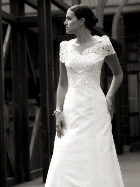 Robe bustier en mikado de soie et passementerie,col amovible assorti. #mariage.Photo:Félicia Sisco.