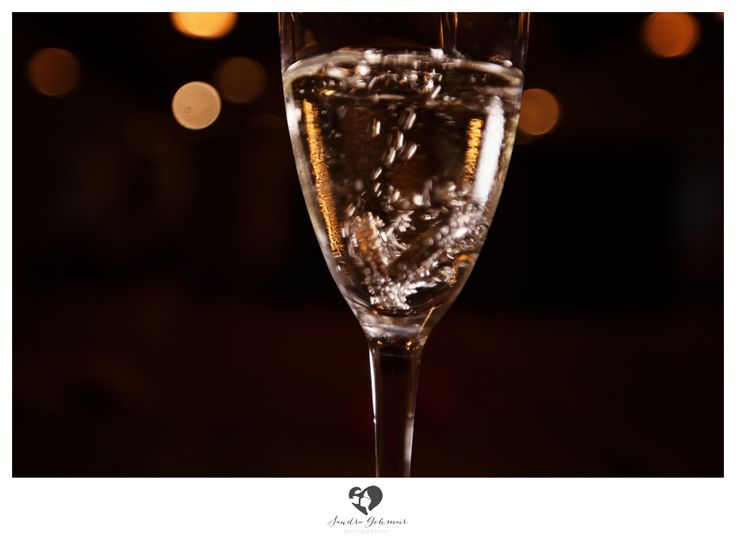 #ring #weddingring #wedding #hochzeit #groom #bride #braut #braeutigam #geschenk #present love #forever #fuerimmer #engagement #engagementring #verlobung #verlobungshooting #silver #gold #weddinghour #sektglas #sekt #glas #champagner #sparkling #ringe