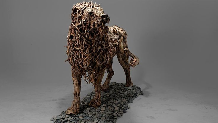 イングランド南部にあるデヴォン出身のアーティスト「James Doran」氏が創りだしたのは、流木を使ったアートだ。一切加工されておらず、スチールの支柱を元に、流木その物の持つフォルムを活かして創られている。そうと説明されても信じることが難しいほどに、筋骨隆々な生物の肉体を見事に表現している。以下に紹介するのはそんな彼が創りだした作品の中でも一際目立つ、架空の生き物「ドラゴン」をモチーフに創...