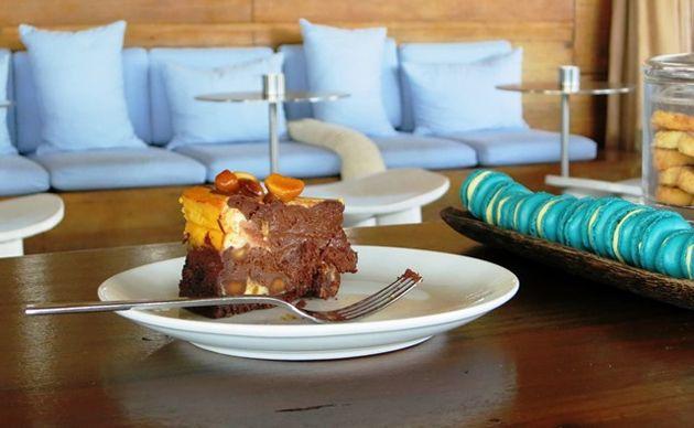 Chocolate macadamia cheesecake is the perfect al fresco afternoon tea treat at Singita Lebombo Lodge (recipe in blog post)
