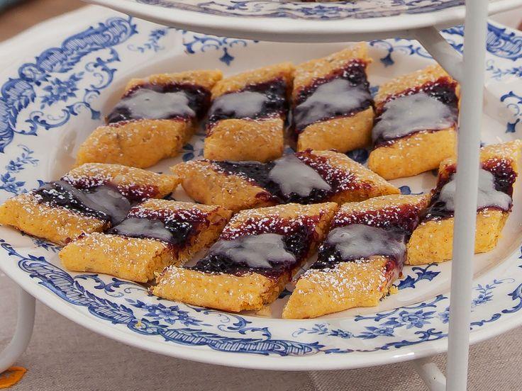 Gotlandskakor med saffran, mandel och salmbärssylt | Recept.nu