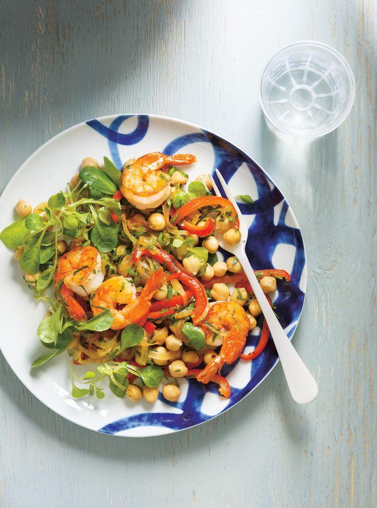 Recette de Ricardo de salade de pois chiches, de crevettes, de poivrons et de persil