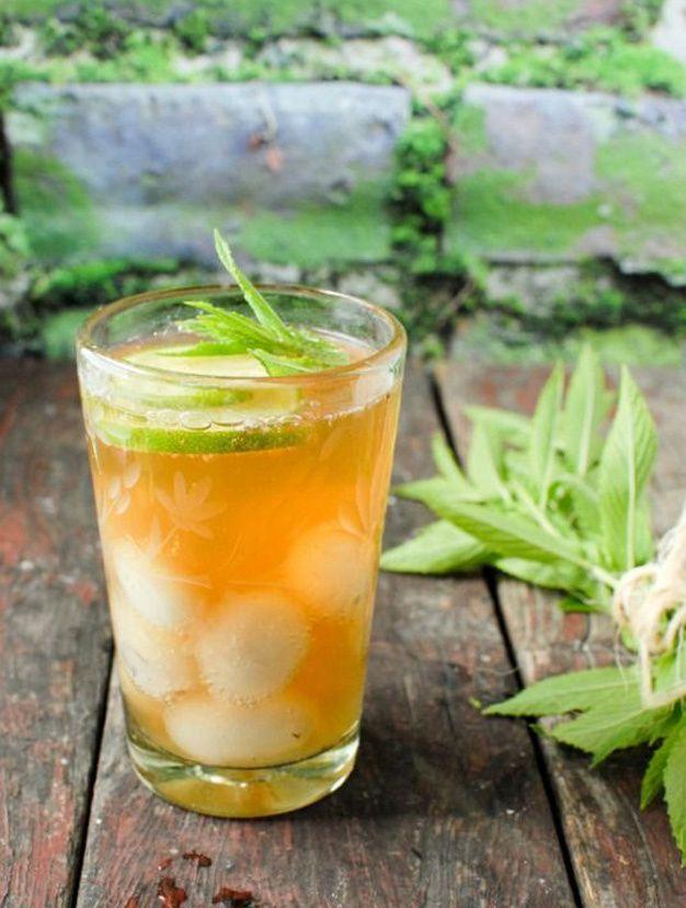 Water detox thé glacé nectar de pêches et rondelle de citron vert.