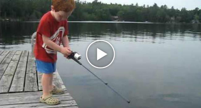 Menino De 4 Anos Pesca Peixe Em Tempo Recorde
