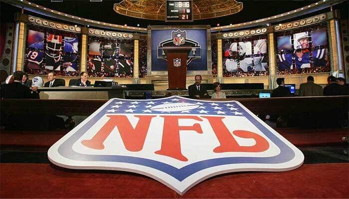 You can watch this match live stream on the TV channel, ESP3, BTN, ESPU, VERS, FSN, TMTN, ABC, NBC, CBSC, FCS, CBS, NBC, FOX, ESPN, Buccaneers vs Panthers NFL Football Network Online.