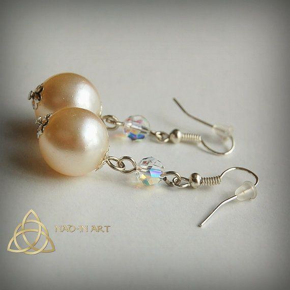 Ice Queen :) #earrings #glass #pearls #glasspearls #Nad_inart #antiquewhite #white #ABcrystal #swarovski #pretty #cute #followme #delicate #nadinart #elegant #queen #jewelry #kolczyki #biżuteria #szkło #glassjewelry #icequeen #królowalodu #lód #biały #delikatne #eleganckie #handmade #etsyseller #ice