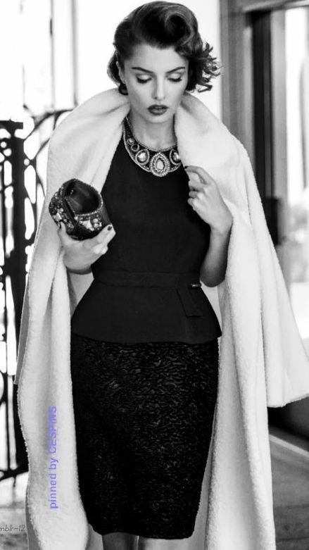 Celles qui préfèrent rester fidèles aux tenues sobres – petite robe noire, combinaison noire – pour ce 31 décembre ne…