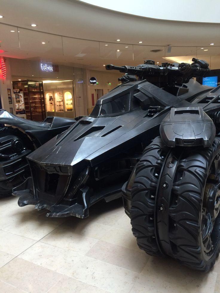 voiture de batman wow impressionnante quand mme