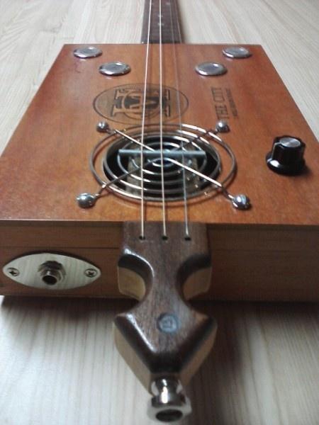 17 best images about cigar box guitar projet on pinterest vintage labels acoustic and. Black Bedroom Furniture Sets. Home Design Ideas