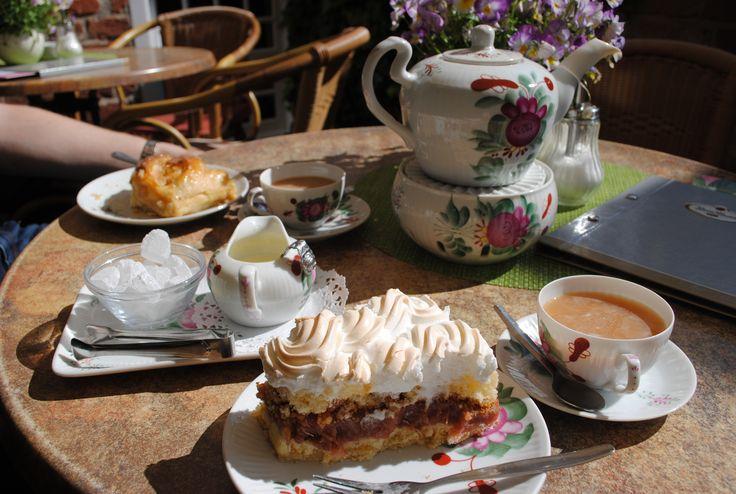 Ostfriesentee und leckere Kuchen bei Poppinga's, Greetsiel, Krummhörn, Ostfriesland, Nordsee (Foto: M. Leist)