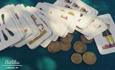 Il Natale siciliano, un viaggio tra dolci e giochi di carte - Tradizioni Sicilia