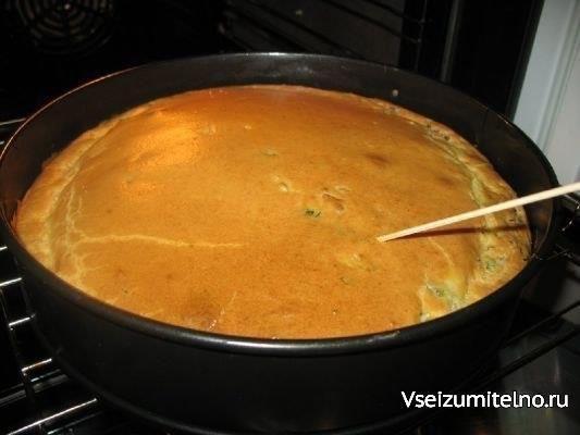 Супер нежный пирог с капустой и мясом  Ингредиенты: капуста свежая- половинка маленького кочанчика 350 - 400 грамм фарша говяжьего ( можно и куринного ) какой нравится соль приправы по вкусу зелень свежая 1 стакан кефира 1 стакан майонеза 3 яйца 1 чайная ложка соды или пакетик разрыхлителя 8 столовых ложек муки (с горкой) масло для смазки формы растительное половинка белка взбитого для смазки пирога готового ( можно и не делать и так вкусно и красиво )  Приготовление: 1.Мелко нарезаем…