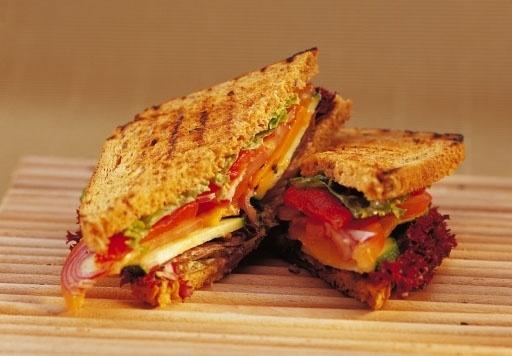 Sandwicz wegetariański z grillowanymi warzywami/ Vegetarian sandwich with grilled vegetables, www.winiary.pl