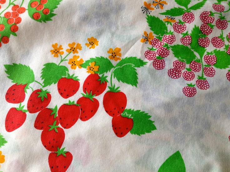 Vintage JC Penney Flower And Berry Printed Oval Tablecloth 96 X 88. $16.00,  Via