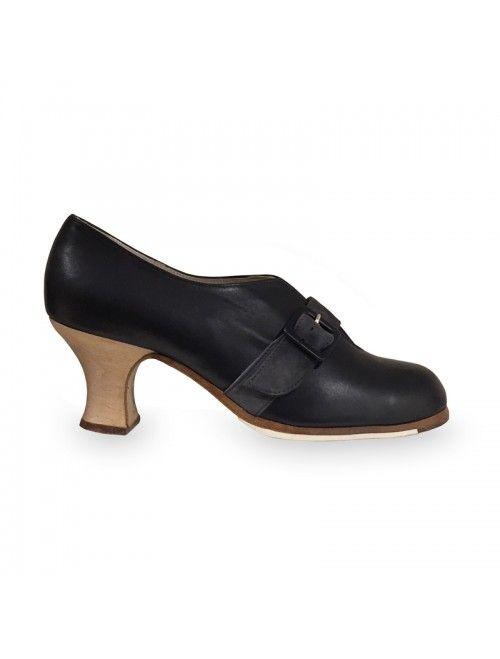 REBECA   Zapato flamenco de mujer en piel negro #flamenco #zapatosflamenco #flamencoshoes #zapatospersonalizados #zapatoartesanal #flamencousa #フラメンコシューズ #フラメンコ #flamencojapan #фламенко #фламенковмоскве