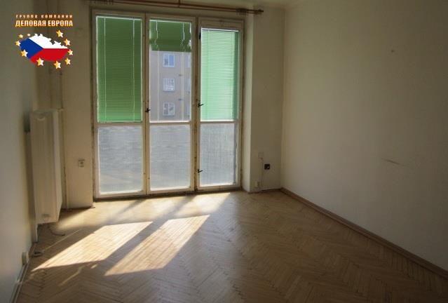 Продажа квартиры 3+КК, Прага 10 - Вршовице, 145 000 € http://portal-eu.ru/kvartiry/3-komn/3+kk/realty196  Предлагается на продажу квартира 3+КК площадью 60 кв.м в районе Прага 10 – Вршовице стоимостью 145 000 евро. Квартира, которая находится на 4 этаже шестиэтажного дома с лифтом, состоит из двух комнат, кухни, прихожей, туалета, душа, а также кладовой. Окна деревянные и сдвоенные, в одной комнате установлено французское окно с застекленными перилами. К квартире прилагается подвал площадью…