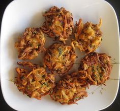 Tanish Kitchen: How to make Crispy Vegetable Pakora - Recipe for Crispy Vegetable Indian Pakora, Crispy South-Indian Vegetable Pakoda