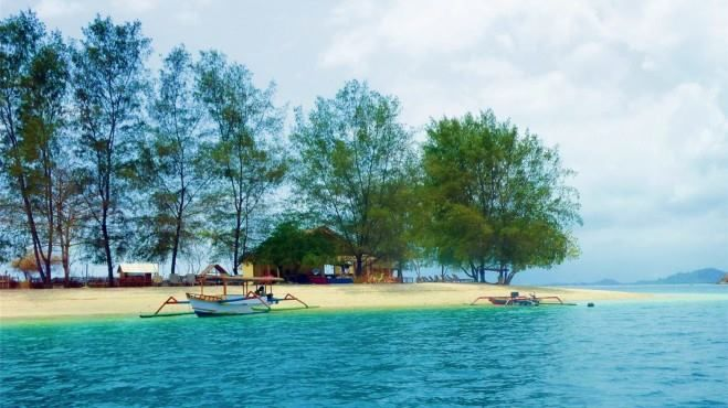 Gili Sudak, Sekotong  https://www.facebook.com/lombok.friendly/photos/a.10153406382900983.1073741826.343324185982/10153407694350983/?type=3&theater