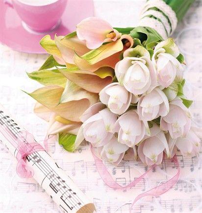 Il bouquet della sposa è un dono del futuro marito.