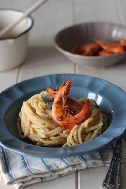 #Spaghetti quadrati alla #crema di #ceci e #mazzancolle saltate || #Cirio, gusta la nostra #ricetta. #chickpeas #shrimp #recipe #pasta #seafood #fish #primopiatto