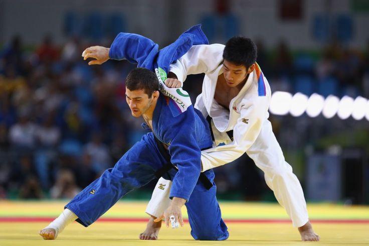 リオ五輪第4日。柔道。男子81kg級で長瀬貴規が銅メダルを獲得。写真は3位決定戦でアフタンディリ・チリキシビリを攻める長瀬=ブラジル・リオデジャネイロ