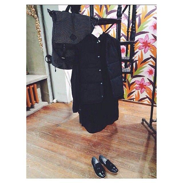 Вот такой наряд мы собрали из новых поступлений: утепленный жилет #ButtermilkGarments, рюкзак #oil, платье #olgasukhotinskaya и лоферы #shoethebear. Все доступно в магазине на Солянке.