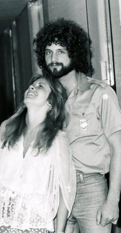 Stevie Nicks and Lindsey Buckingham. Fleetwood Mac. They look so happy here:)