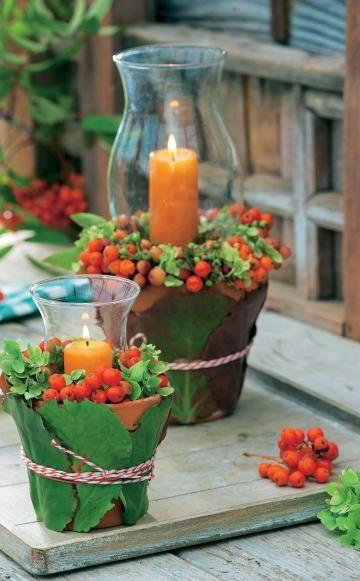 Leuchtend rote Vogelbeeren kombiniert mit Zieräpfeln, Blüten und dekorativem Laub – für Kränze und Gestecke liefert die Natur die schönsten Zutaten.