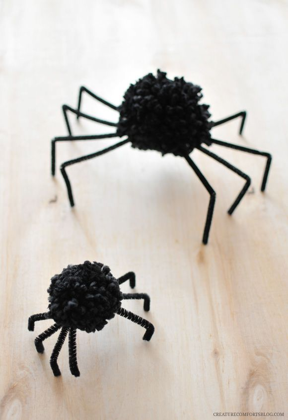 DIY Halloween Pom Pom Spiders:
