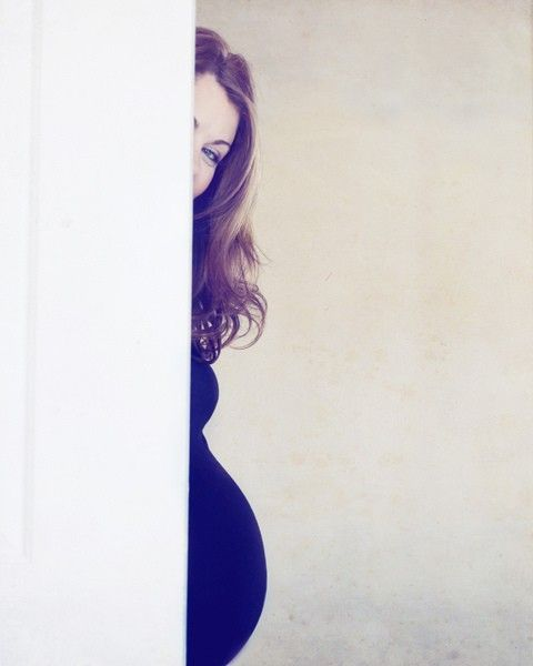 I think this is the cutest maternity pic I have ever seen, I really like it for some reason, maybe because my face wouldn't fully be in it, hahaha. - Click image to find more Photography Pinterest pins