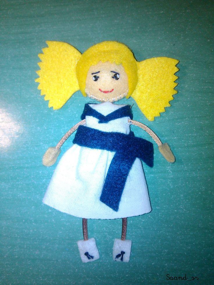 Muñeca personalizada de fieltro.