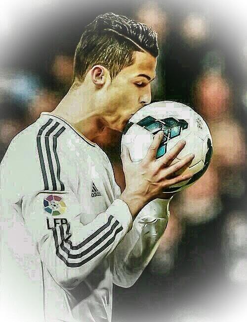 Se merece un beso luego de tantas pateadas que sufre despues de cada partido.