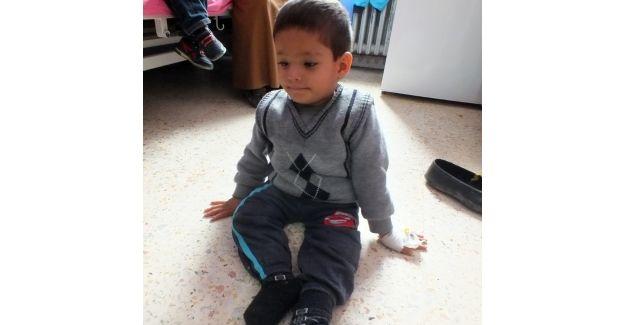 Küçük Mirhan, kafasından midesine uzanan hortumla yaşıyor: Sadece 5 yaşında